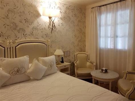 chambre spacieuse chambre spacieuse et élégante photo de auberge de