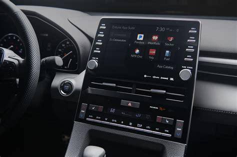 toyota  debut apple carplay integration   avalon
