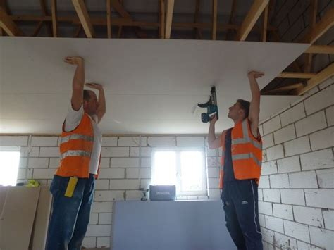 come montare il cartongesso al soffitto montare un controsoffitto in cartongesso con faretti