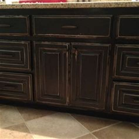 black distressed kitchen cabinets black cabinets with faux distressing used 3 different 4664