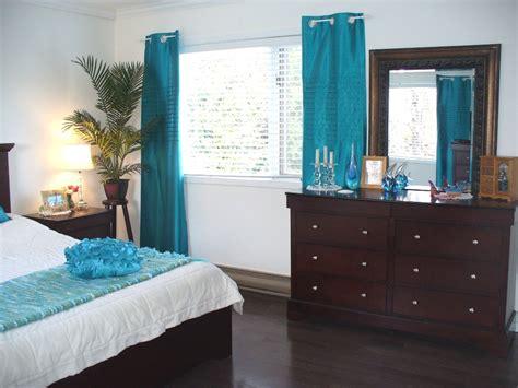 indogate com chambre turquoise et blanche
