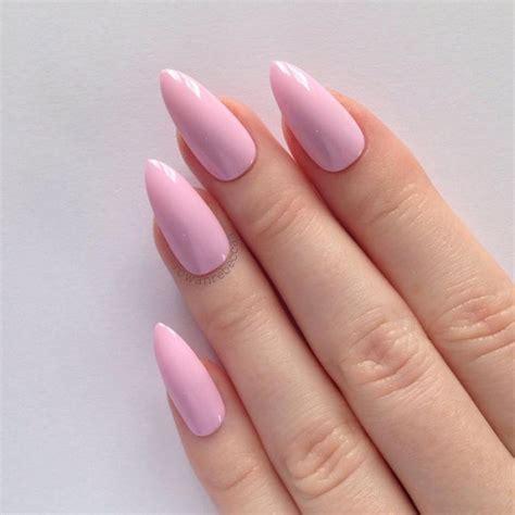 Миндалевидный маникюр 20202021 идеи дизайна ногтей формы миндаль тренды сезона фото
