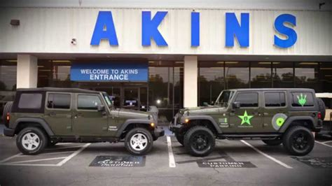 stock jeep vs lifted pro comp 3 5 quot lift install on jeep wrangler youtube