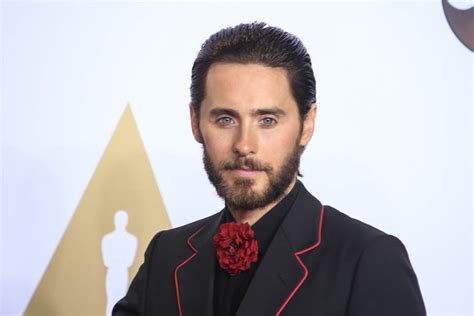 Jared Leto Wears A Flower To The 2016 Academy Awards