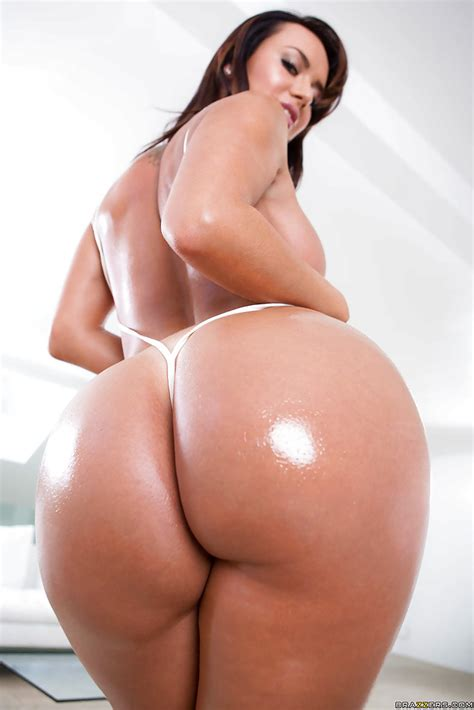 latina Babe Franceska Jaimes Showing Off Her Well Oiled big ass
