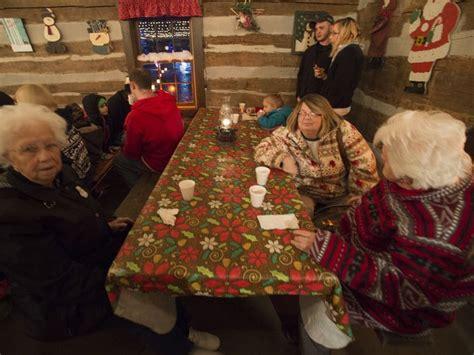 fort st clair christmas lights eaton 39 s whispering christmas draws hundreds
