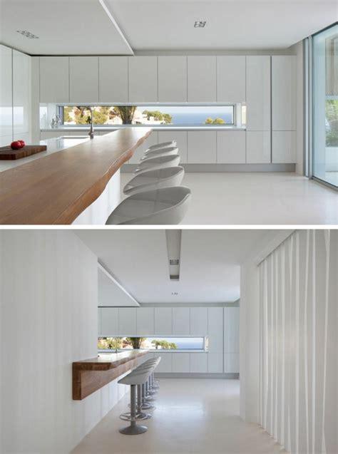 fenêtre bandeau pour déco de cuisine contemporaine