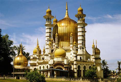 beautiful mosques  malaysia tallypress