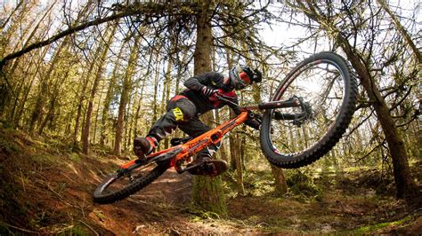 A Buyer's Guide To Downhill Mountain Bikes  Dirt Mountain
