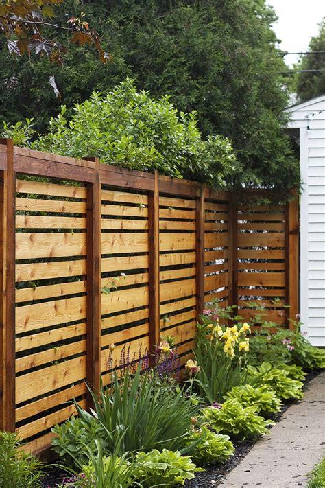recinzioni di legno per giardini recinzione giardino spunti per creare un outdoor con