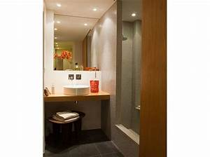Plan Petite Salle D Eau : 10 petites salles de bains pleines d 39 astuces elle d coration ~ Dallasstarsshop.com Idées de Décoration
