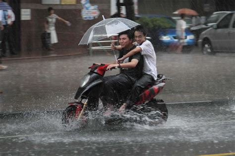 motorcycle rain 15 tips for riding a motorcycle in the rain motorcycle