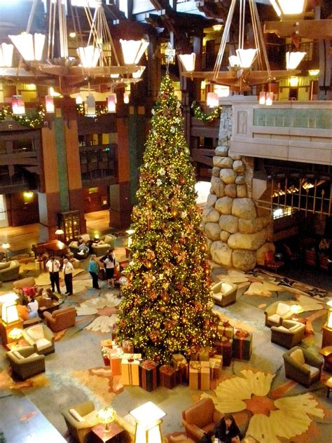 christmas lights   disneyland resort hotels dad logic