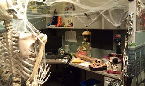 scary cubicle decorating ideas decorate your spooky office or cubicle for