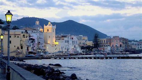 Repubblica italiana reˈpubːlika itaˈljaːna), is a country consisting of a continental part, delimited by the alps. Isquia - Italia - YouTube
