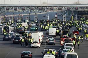 17 Novembre 2018 : gilets jaunes pr s de manifestants un mort et 200 bless s ~ Maxctalentgroup.com Avis de Voitures