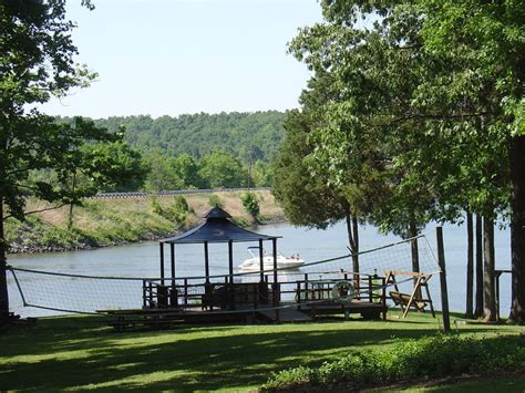 kentucky lake cabin rentals lake barkley 5 bdrm waterfront cabin with a covered boat