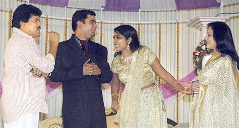 M G Sreekumar Indrajith With Family In Navya Nair Wedding