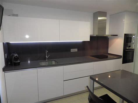luxe alto brillo encimera gris marengo cocinas blanco