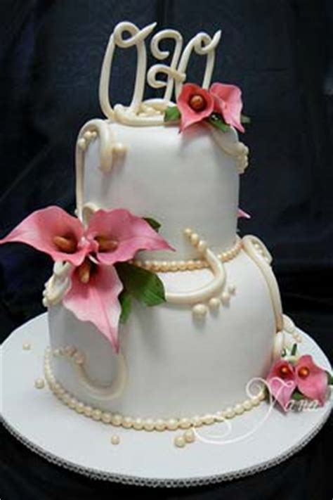 lovely calla lilly wedding cakes