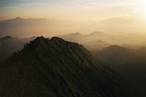 mendaki puncak mega puntang  pegunungan malabar bandung