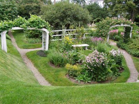 a look into the moffatt ladd house garden in portsmouth