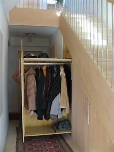 Ausziehbare Körbe Kleiderschrank : kleiderschrank unter der stiege ~ Markanthonyermac.com Haus und Dekorationen