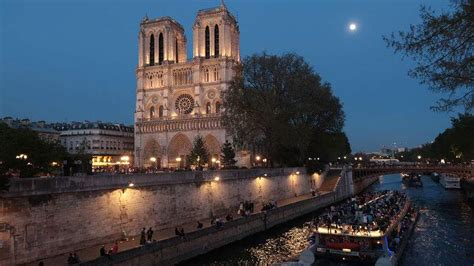 notre dame cathedral history  fast facts