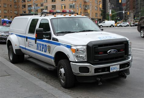 Nypd Police Car 3 (27211199483).jpg
