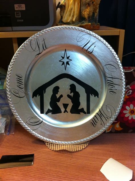 ideas for christmas plate designs vinyl on charger plate my cricut and other projects vinyls charger plates and
