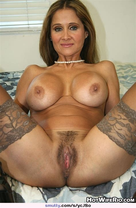 Hotwiferio Milf Mature Necklace Spread Pussy
