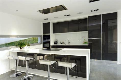 cuisine ouverte avec ilot cuisine ouverte équipée cubik architecture photo n 72