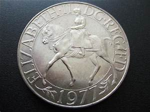 1977 CROWN COIN STRUCK TO COMMEMORATE THE QUEENS SILVER ...