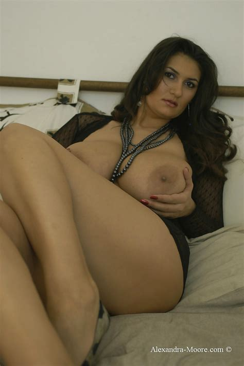Hot Italian Milf Alexandra Moore I Would Titjob From Her