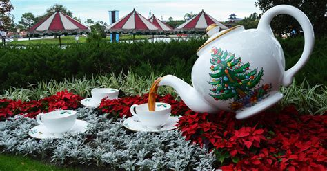 7 things disney insiders love about holidays at walt disney world disneydining