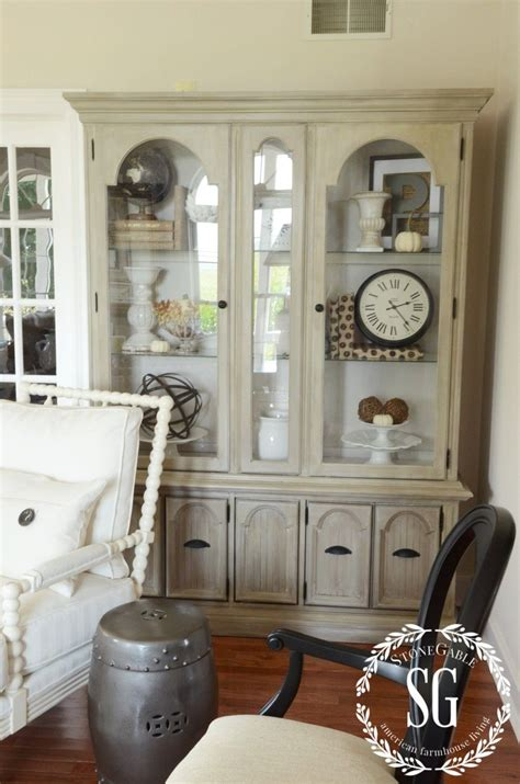 easy tips  style  hutch decor tips living room