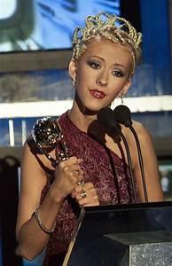Les looks changeants de Christina Aguilera - de la blonde ...