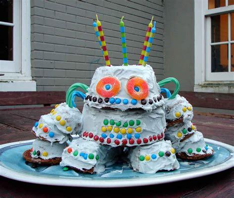 isaacs robot cake    ordinary