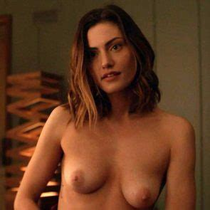 Phoebe Dynevor  nackt