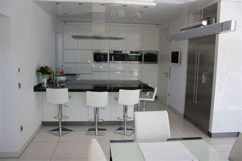 küche mit schwarzer arbeitsplatte wei 223 e k 252 che mit schwarzer arbeitsplatte bauemotion de