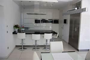 Schwarze Arbeitsplatte Küche : wei e k che mit schwarzer arbeitsplatte ~ Markanthonyermac.com Haus und Dekorationen