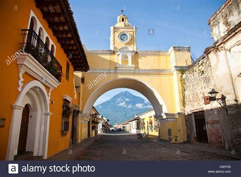 Volcan Agua Santa Catalina Arch Calle Del Arco Antigua