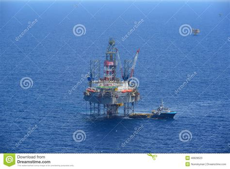 Offshore Drilling Boats by The Offshore Drilling Rig And Supply Boat Side View