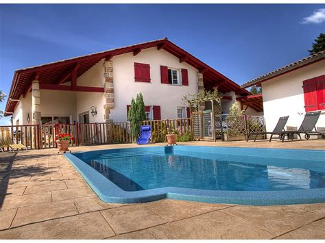 chambre d hotes cote basque chambres d 39 hotes avec piscine et vue montagne au pays