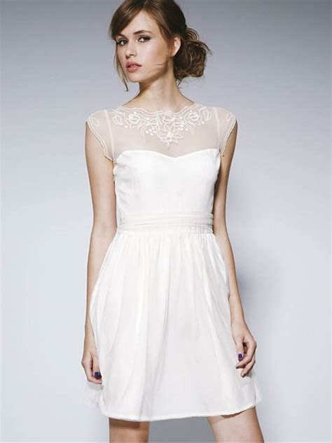 A Conventional White Wedding Gown   Wedding dress buying tips on kneocycleparts.com