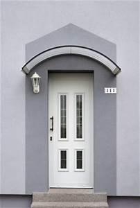 auvent de porte protegez votre entree des intemperies With comment fabriquer un auvent de porte