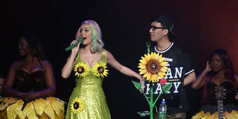 katy perrys sunflower dress  controversy  china