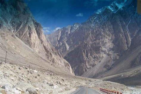 karakoram highway  pakistan world dangerous road