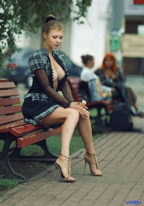 Inflex Sexy Girl In Public Hd Wallpaper