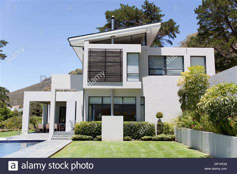 Modernes Haus Mit Pool Stockfoto, Bild 65189172 Alamy